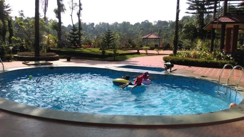 TripThrill Sky Larc (4) - 1BHK, casa vacanza a Yavakapadi Village