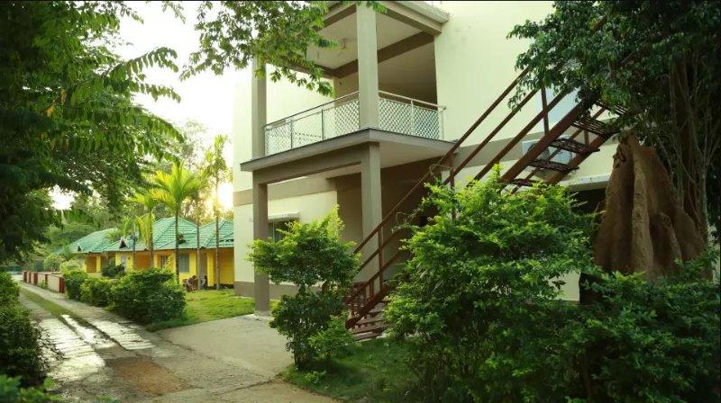 TripThrill Palm Era Deluxe Room 10, holiday rental in Kushalnagar