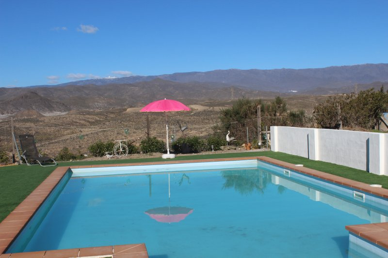LA NUBE PARAISO set in the tranquil area of the Tabernas Desert, holiday rental in Bacares