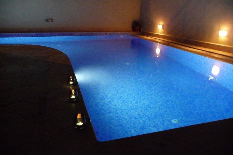 Profitez d'un bonnet de nuit de la piscine après une nuit sur la ville
