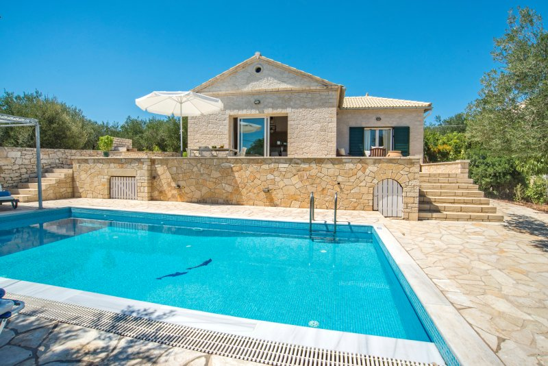 Elegant Seaside Villa ideal for families, holiday rental in Gaios