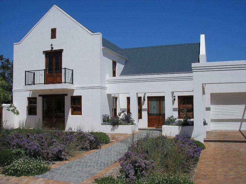 Detached villa on prestigious golf and wine estate Stellenbosch Western Cape, casa vacanza a Stellenbosch