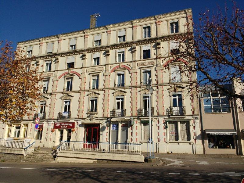 Loue quatre appartements de standing en face des thermes de Contrexéville, location de vacances à Mirecourt