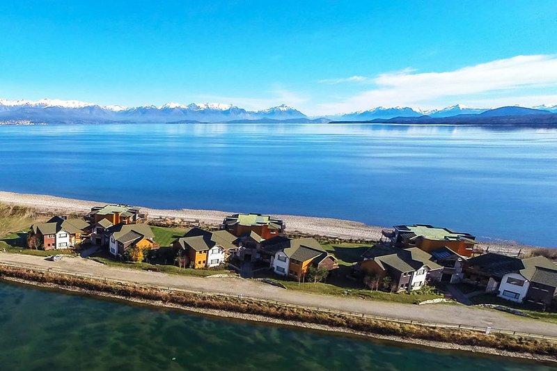 Hermoso Loft en espectacular Complejo con playa propia, holiday rental in San Carlos de Bariloche