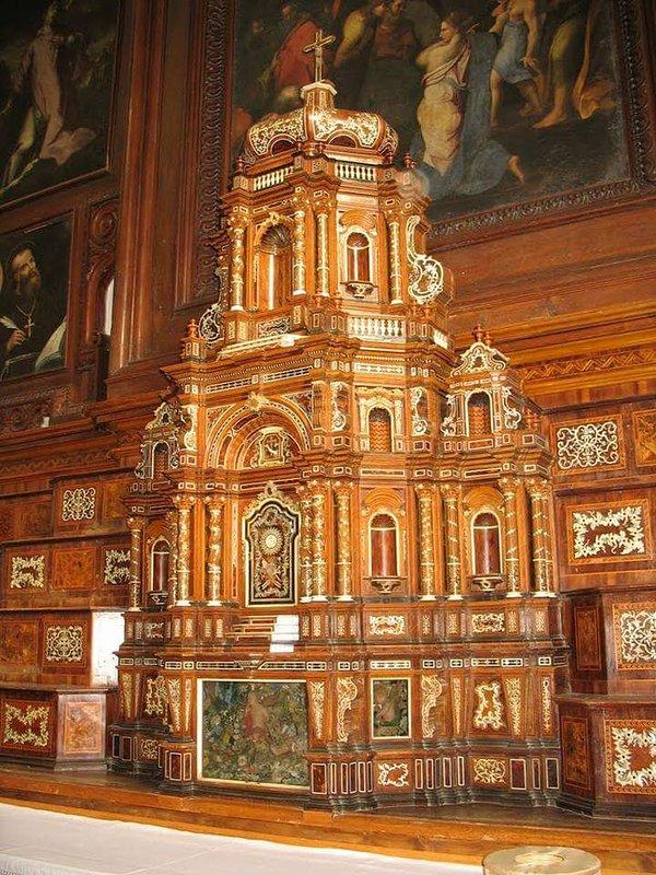 Altaar houten kerk van de Kapucijnen Friars