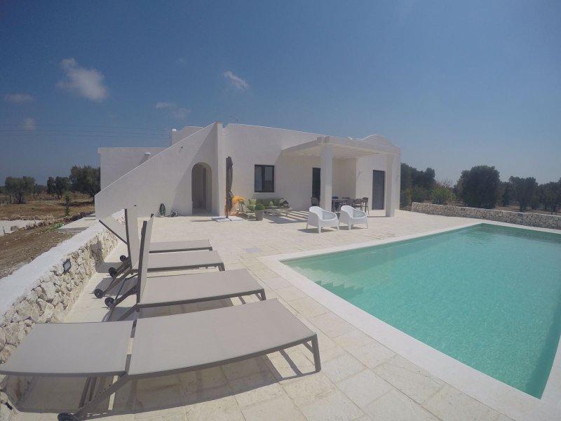 villa con piscina, aluguéis de temporada em Carovigno