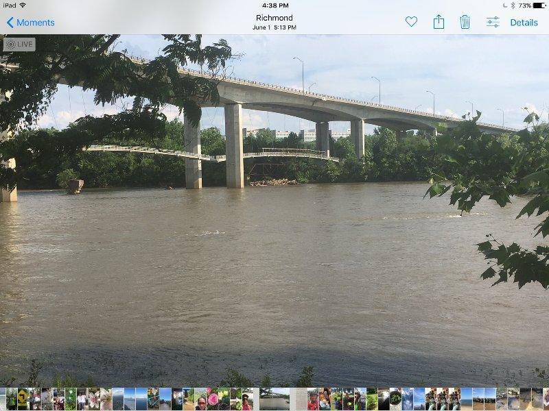 Disfrutar de un gran puente sobre el río James