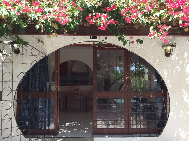 An impressive 3 storey house in beautiful El Campello, holiday rental in Jijona