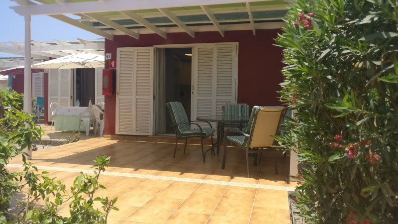 Bungalow with big private terrase in Maspalomas., holiday rental in Playa del Ingles