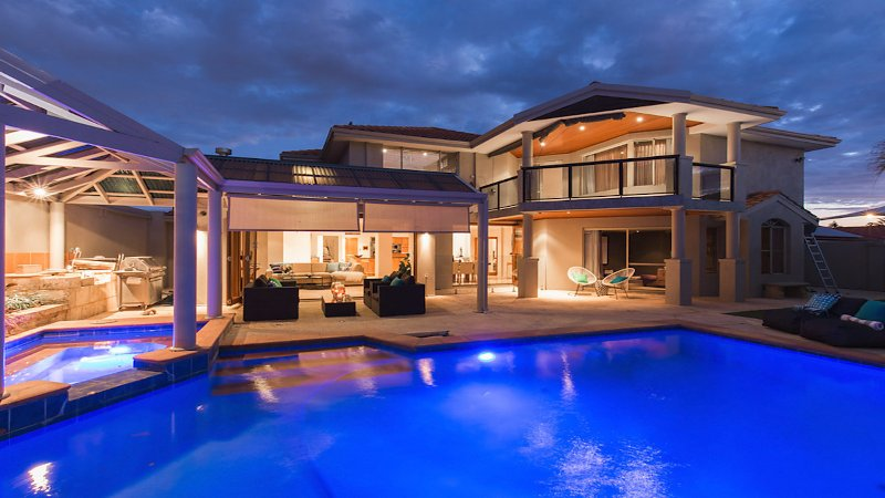 Luxury Sorrento Beach House, holiday rental in Joondalup