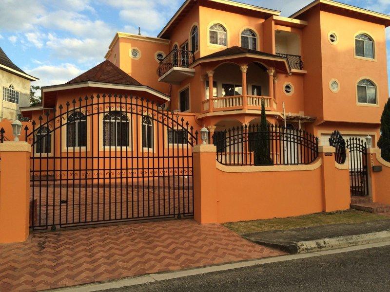 Belle maison dans un quartier