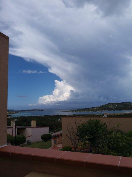 Bilocale panoramicissimo a Palau località Cala Petralana., holiday rental in Palau