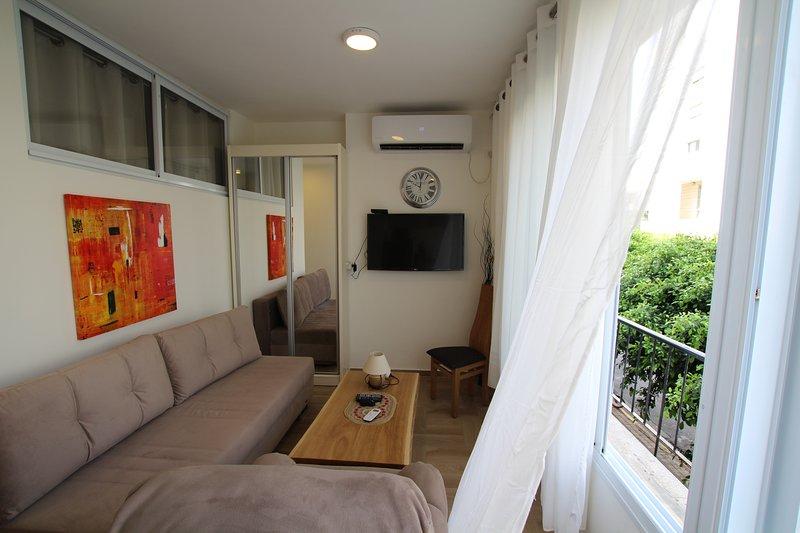 Light 1 bedroom apartment Balfour 6121, vacation rental in Beit Dagan