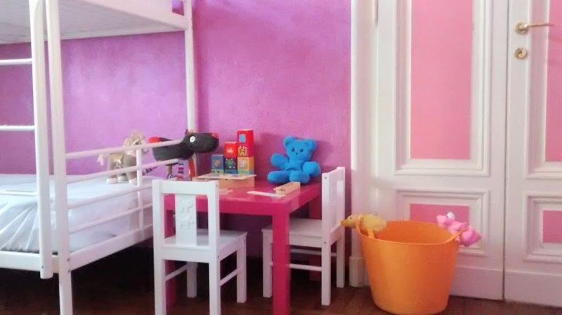 The kids corner in the fuchsia bedroom