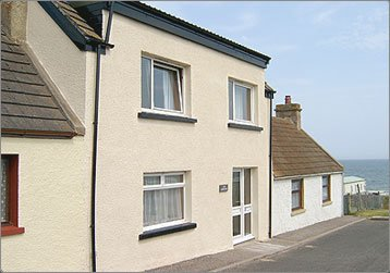 The house is situated at the end of a quiet street, a 30 second walk from the beach.