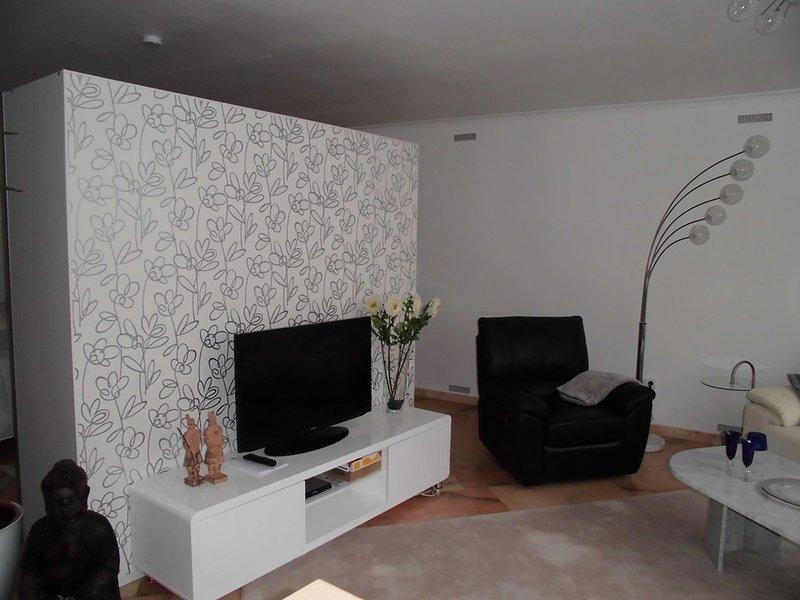 Modern apartment in Landstuhl, 5 min to Ramstein Air Base, TLA, sleeps 2, vacation rental in Kaiserslautern