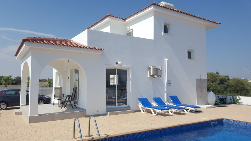 Villa Harsha 3BedVilla, SeaViews, Pool,WIFI, 2min to Water Park, 5min Ayia Napa., vacation rental in Ayia Napa