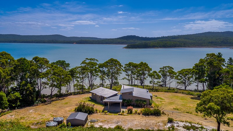 Cloudy Bay Lagoon Estate is a luxury waterfront property on Cloudy Bay Lagoon, vacation rental in South Bruny