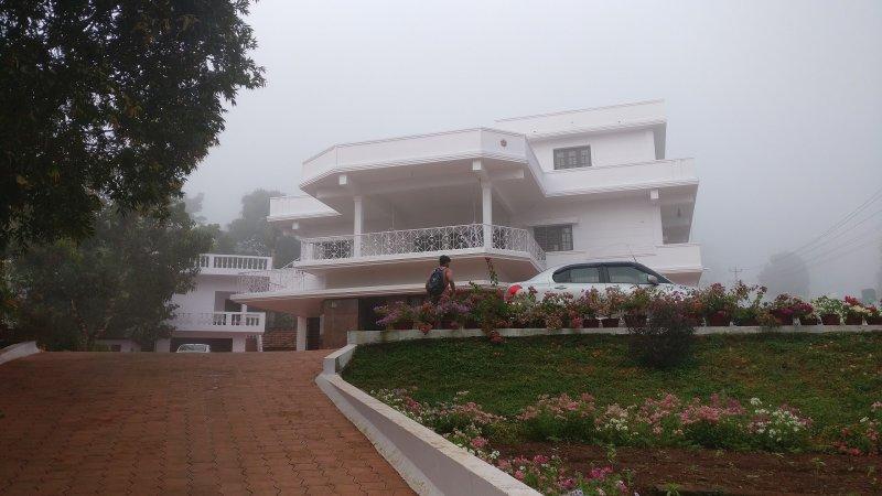 TripThrill Coffee Country 2BHK, alquiler de vacaciones en Bhagamandala