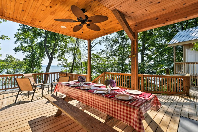 Lakefront Rutledge Cabin w/Fire Pit & Private Dock, holiday rental in Bean Station