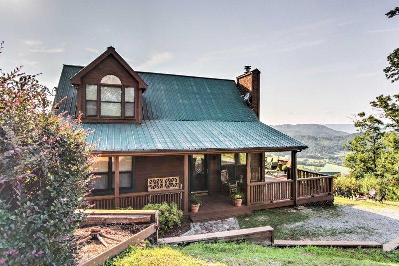 La propiedad es ideal para familias o parejas que viajan juntas, con alojamiento para dormir para 8 y suites de un dormitorio privado en cada piso.