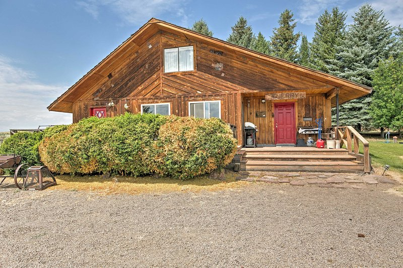 Discover the ranch at this 4-bedroom, 2.5 bath Rogerson vacation rental cabin.