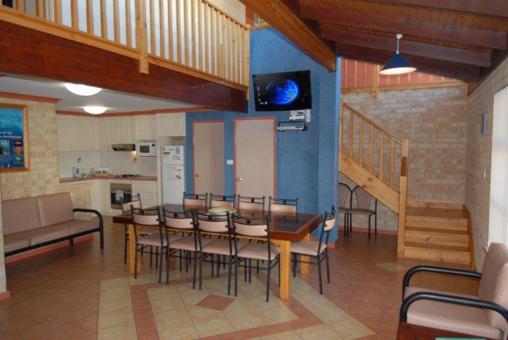 Yot Spot Apartments Unit 2 Large - Multiple nights, location de vacances à Esperance