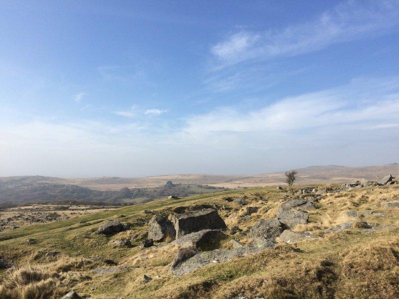Impresionantes vistas mientras que caminar en Dartmoor