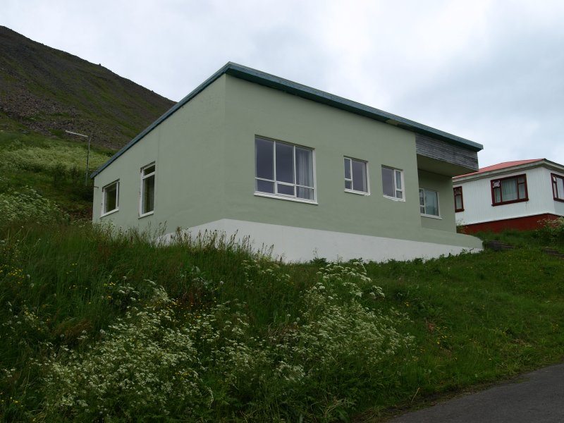 House in peaceful village, close to Isafjordur, vakantiewoning in Flateyri