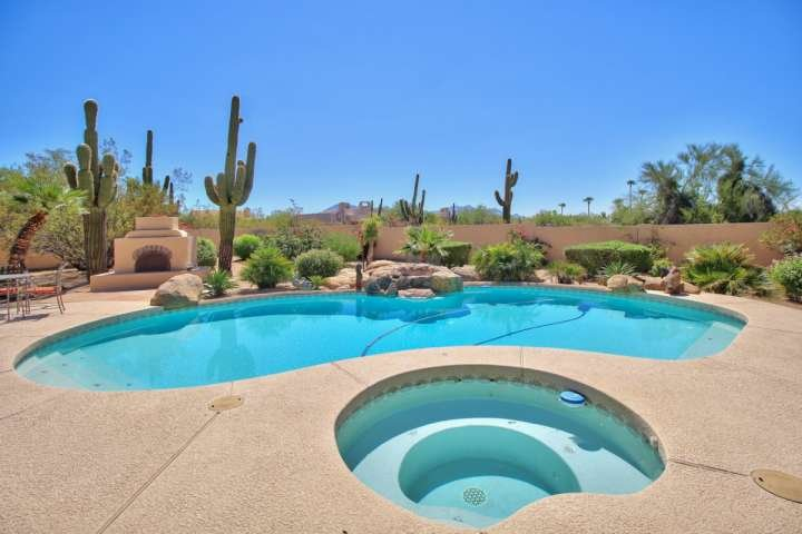 Large heated pool, hot tub and outdoor firepit