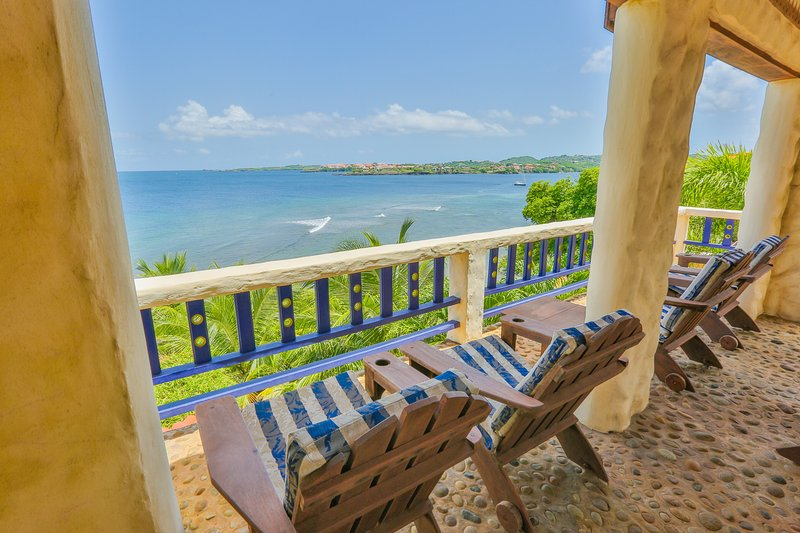 Villa Beachcliff, 'The Perfect Island Sanctuary', Ferienwohnung in Lance Aux Epines