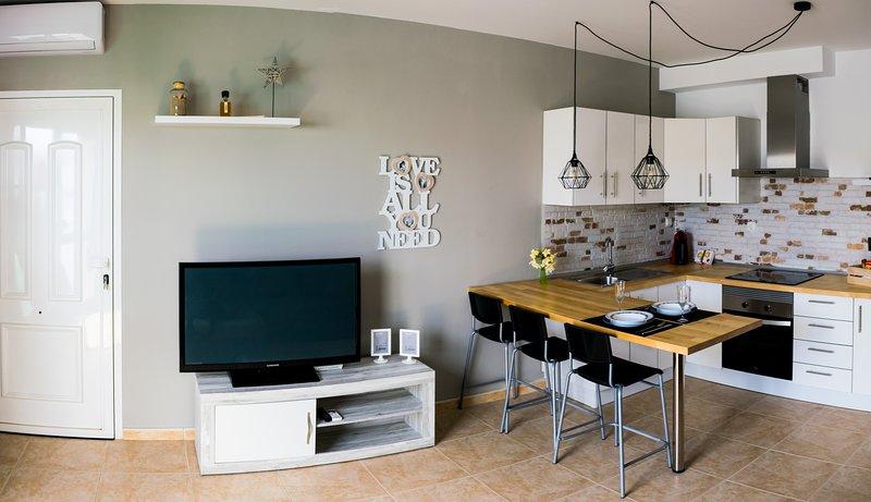 CASA DOLCE HOME, holiday rental in San Bartolome