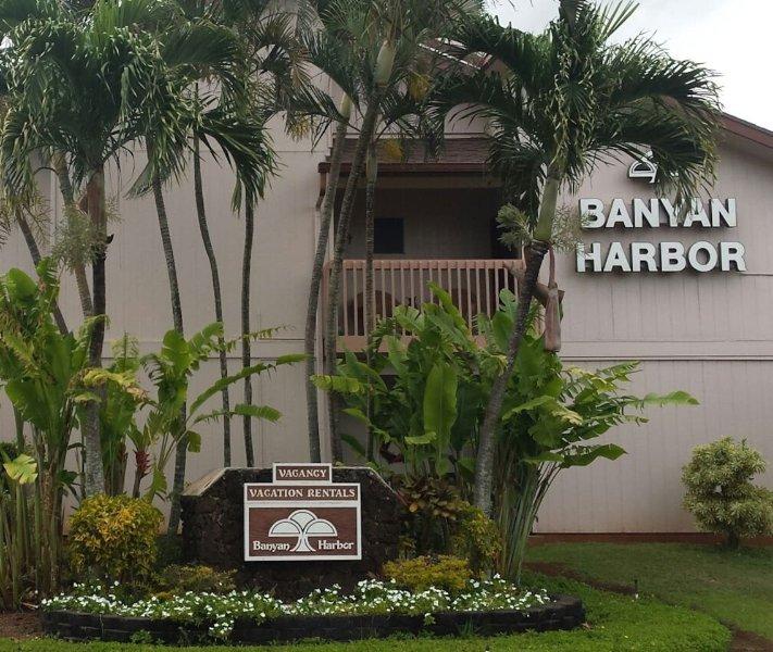 Eingang zum Banyan Harbor