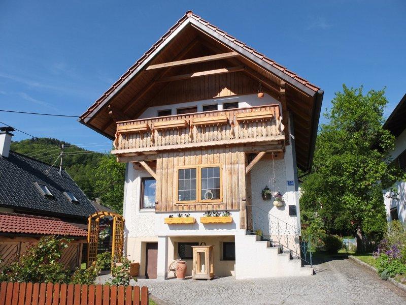 Ferienhaus in der Schlipfing mit idyllischem See- und Bergblick im Salzkammergut, Ferienwohnung in Attersee