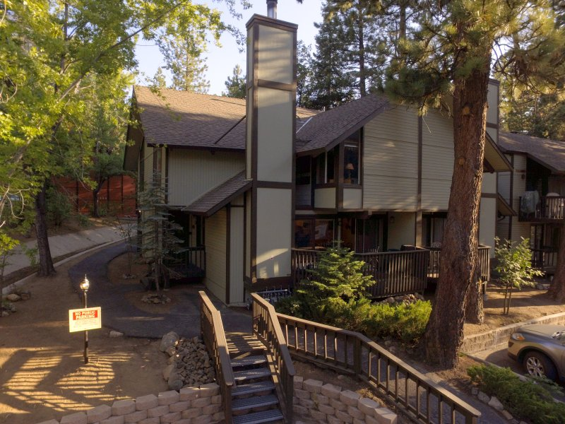Private and quiet end unit with forest views