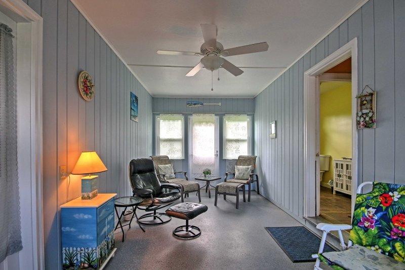 Disfrute de esta casa de alquiler de vacaciones de 3 dormitorios y 1.5 baños en Weirs Beach.