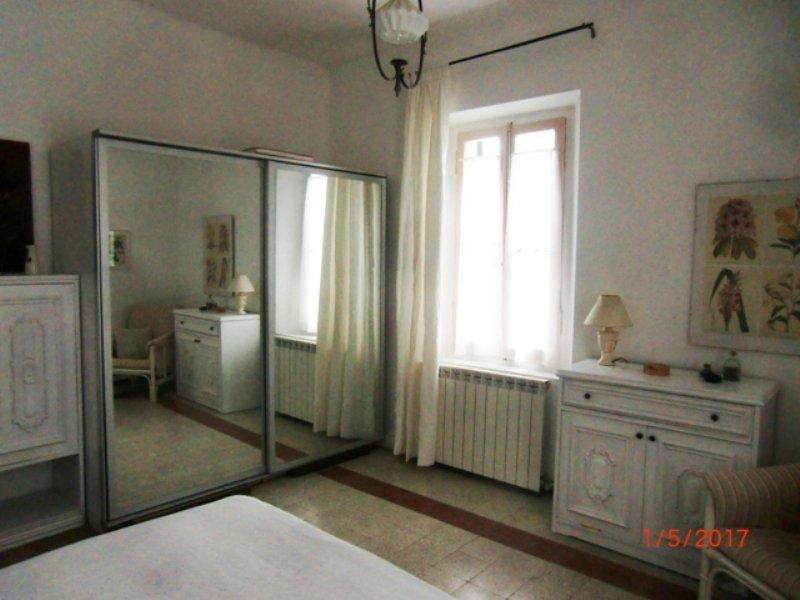 slaapkamer met kasten en kledingkast