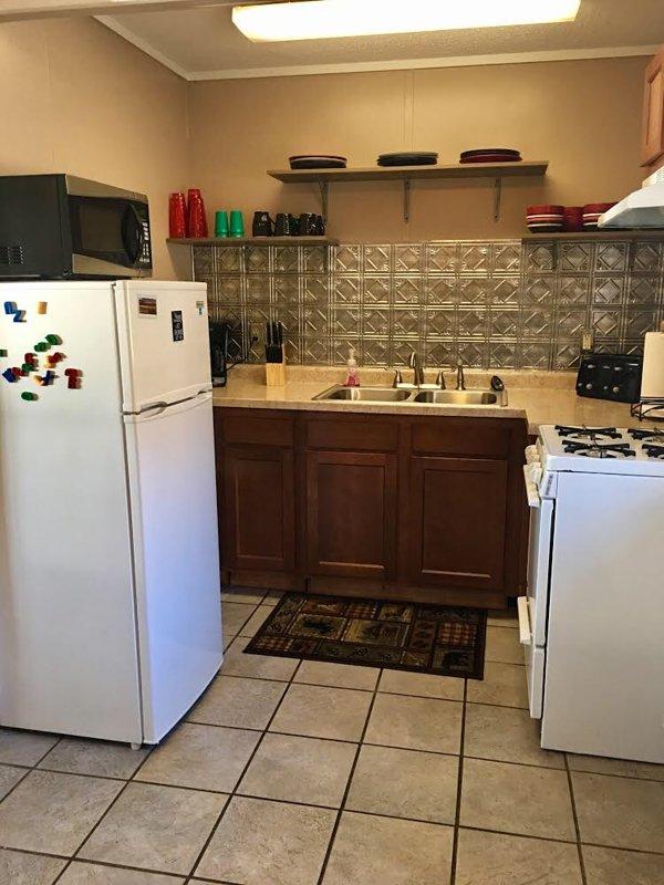 Cucina più piccola con tutti gli elementi essenziali di casa,