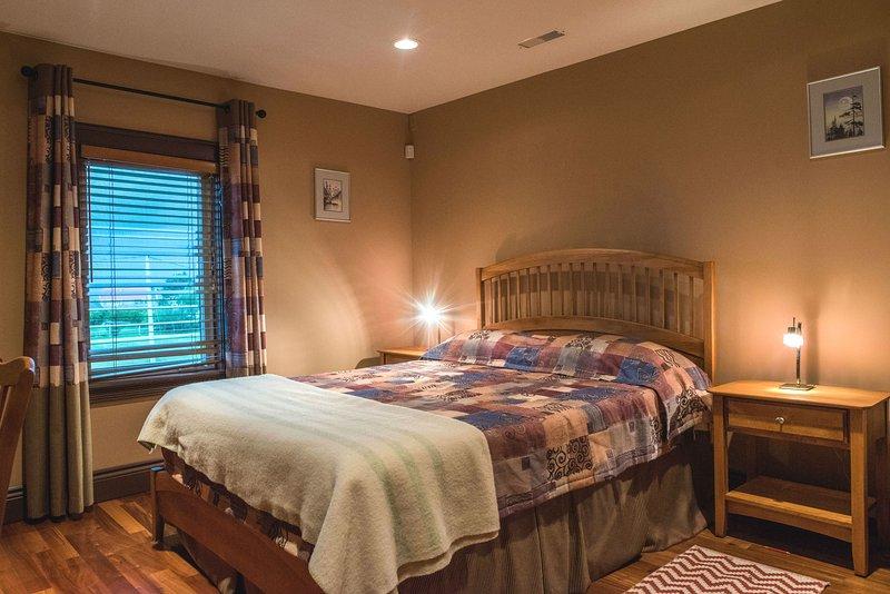 Vista al Mar Habitación # 1 con cama matrimonial y baño privado