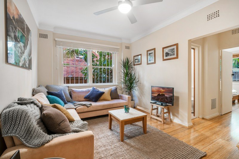 Bondi Beach Peach - just a few minute's walk from Bondi Beach!, vacation rental in Bondi