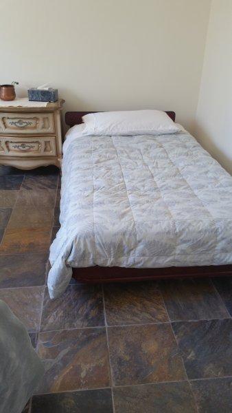 La 3ème chambre a 2 lits jumeaux.