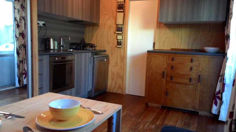 Kitchen: gas stove, electric oven, dishwasher, full fridge/freezer, microwave oven, toaster.