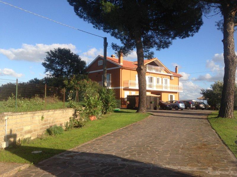 Elegante appartamento in campagna  Anguillara vicino Roma e Lago Di Bracciano, casa vacanza a Cesano