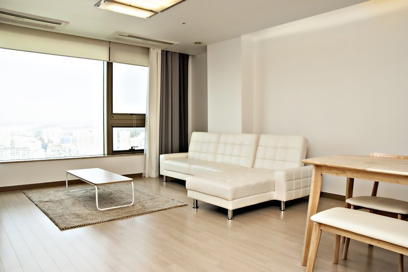 Trapalace 3 Bedrooms 2 Bathrooms (Han River View), holiday rental in South Korea