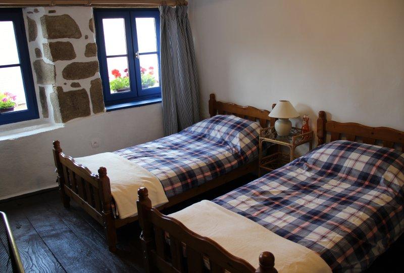 1 Place du Marché - Felletin - Maison en location saisonnière, vacation rental in Creuse