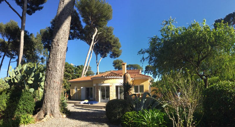 Cap d'antibes, Charming Villa within Pinewood, holiday rental in Cap d'Antibes