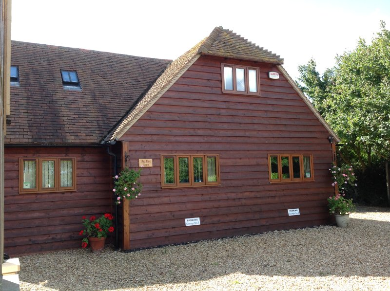 The 'Oak Barn' is a detached barn with panoramic views over fields and rolling hills.