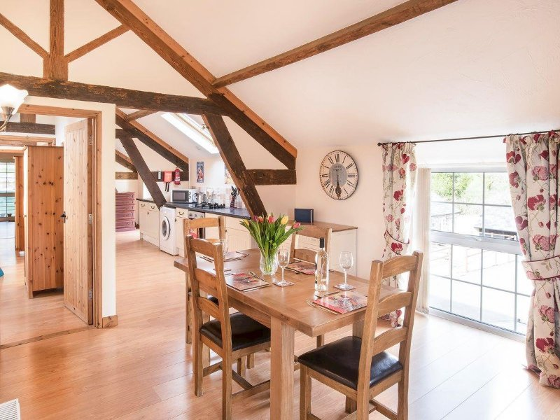 Wooladon Estate | Gatherley View Cottage. Cosy barn conversion. Sleeps 4., casa vacanza a Chillaton