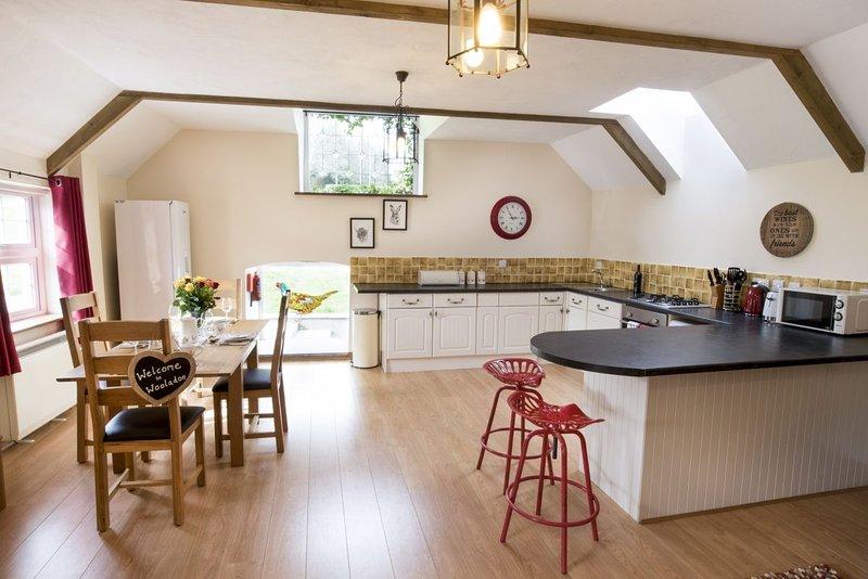 Wooladon Estate | Pheasant Barn. Perfect for families. Sleeps 4 -6., casa vacanza a Chillaton