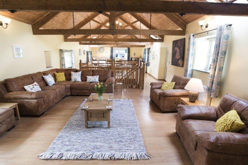 Wooladon Estate | The Rookery. Luxury detached converted barn. Sleeps 6-8., casa vacanza a Chillaton